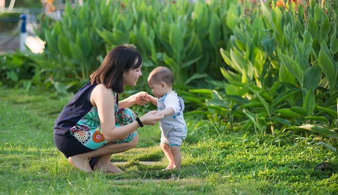 5 Trik untuk Bunda agar Si Kecil Cepat Berjalan