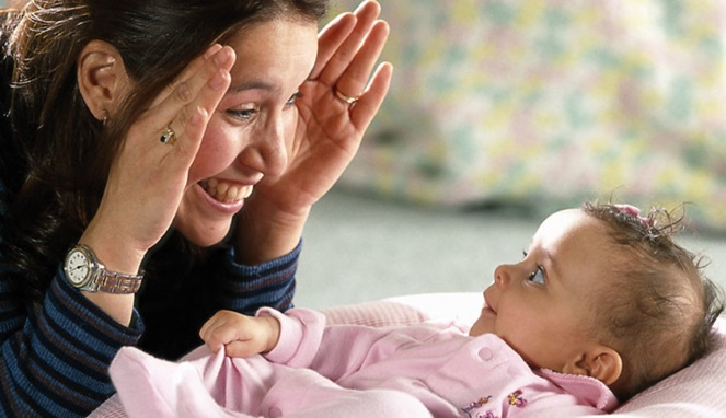 5 Manfaat Permainan 'Cilukba' untuk Tumbuh Kembang Anak