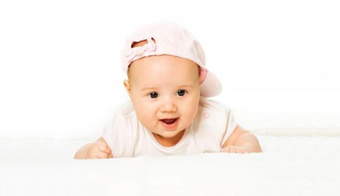 4 Manfaat Tengkurap pada Bayi yang Perlu Bunda Ketahui
