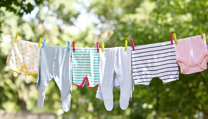 5 Tips Mencuci Baju Si Kecil dengan Bersih dan Aman