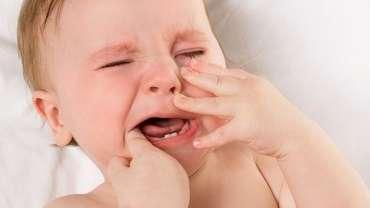 Tips Atasi Si Kecil yang Rewel Saat Tumbuh Gigi
