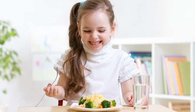 5 Langkah Jitu Agar Si Kecil Doyan Makan Sayuran