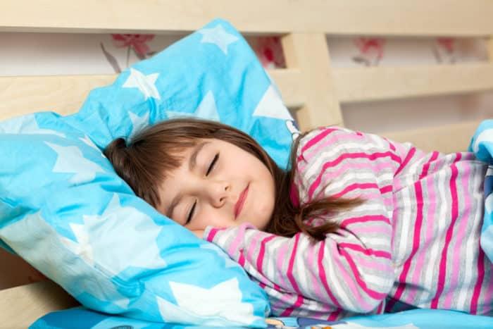 Tips Agar Anak Berani Tidur Sendiri, Praktekkan di Rumah Yuk Bunda!