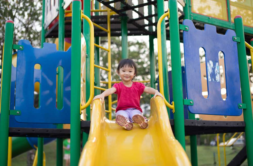 Tips Agar Si Kecil Aman dan Nyaman Bermain di Taman Bermain