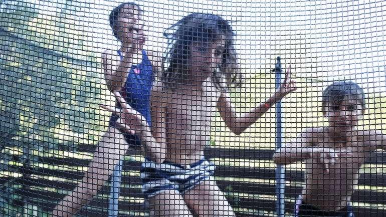 manfaat bermain trampolin
