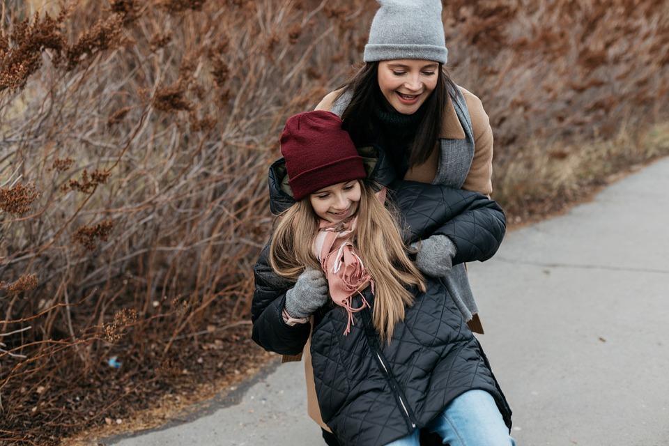 Tips Agar Bunda Memiliki Hubungan yang Erat dengan Anak Gadisnya!