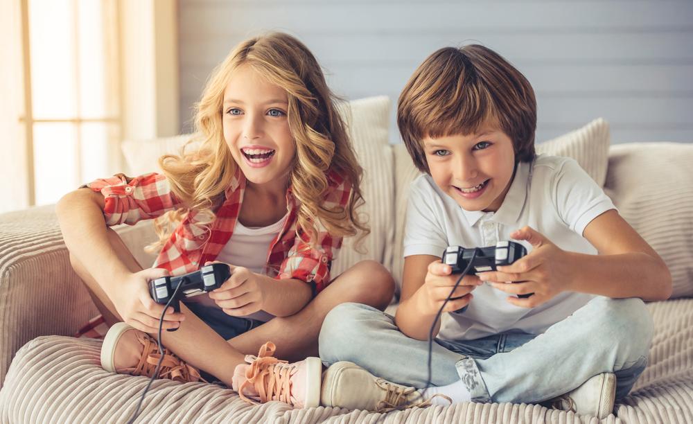 Tidak Selamanya Buruk, Ternyata Ini Manfaat Bermain Game Untuk Anak!