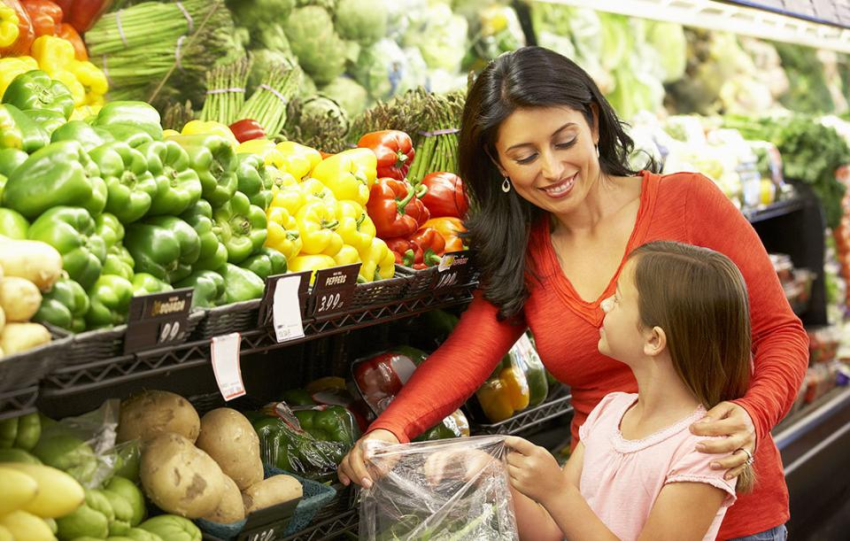 Ternyata Mengajak Anak Berbelanja ke Supermarket Punya Segudang Manfaat Loh!
