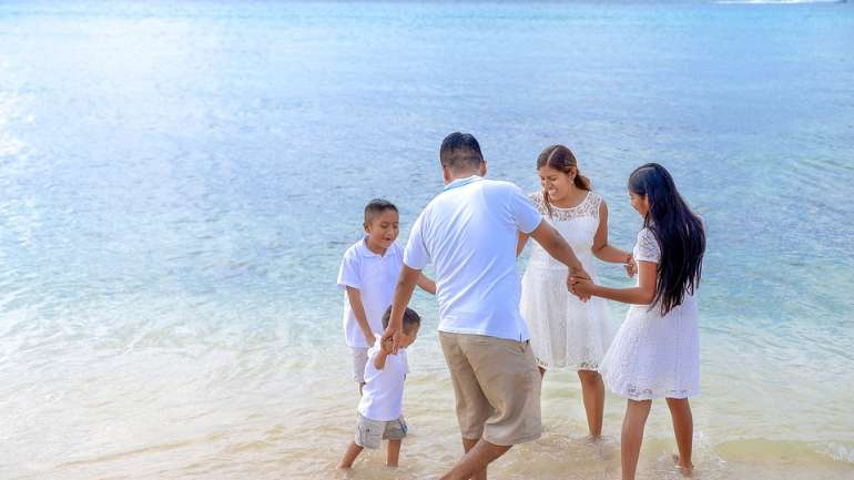 Ingin Liburan Hemat Bareng Keluarga? Ikuti Tips Ini Yuk!