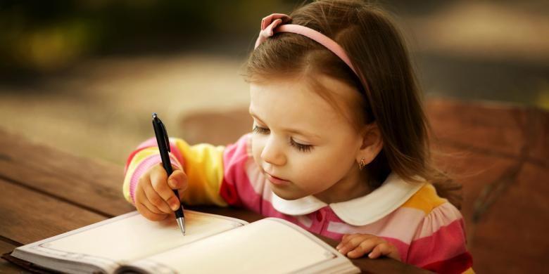 4 Aktivitas Penunjang Kemampuan Menulis Anak