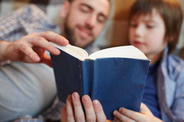 Jangan Remehkan Membaca Buku! Ini Loh Manfaatnya Untuk Otak Si Kecil, Bunda