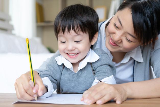 5 Tips Melatih Si Kecil Agar Gemar Belajar Menulis